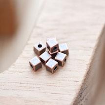Perle en métal Cube 4mm Cuivre rouge x 18