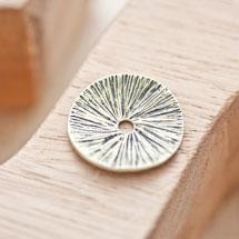Perle en métal Ronde 23mm Plate rayé Bronze vieilli x 2
