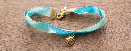 Comment faire des bracelets en tissu ou en ruban