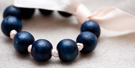 Bracelet ruban et perles en bois !