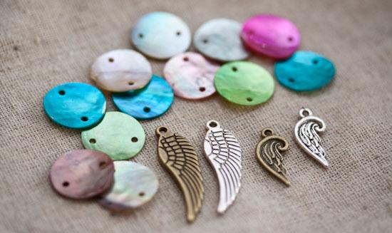 Nouveautés : Sequins, Breloques et Kits créations de Bracelets en cordon