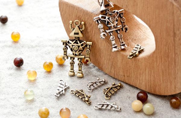 Am, stram, gram, pic et pic et... Nouveaux Pendentifs robot et Breloques xylophone !