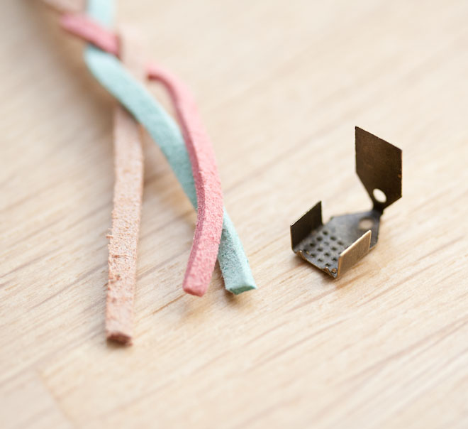 diy creation bijoux bracelet tresse suédine