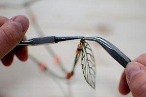 18-fixer-la-feuille-sur-le-sautoir