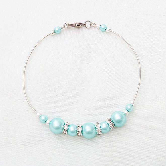 Bracelet rigide perles nacrées et strass