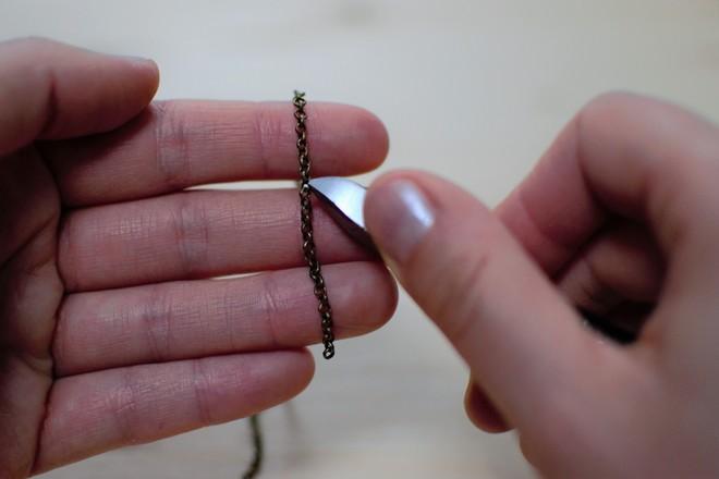 couper la chaîne avec pince coupante