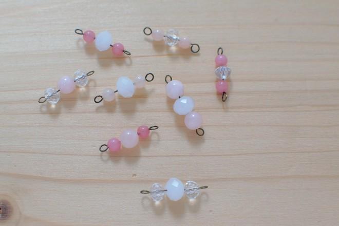 perles montées sur tiges à boucles