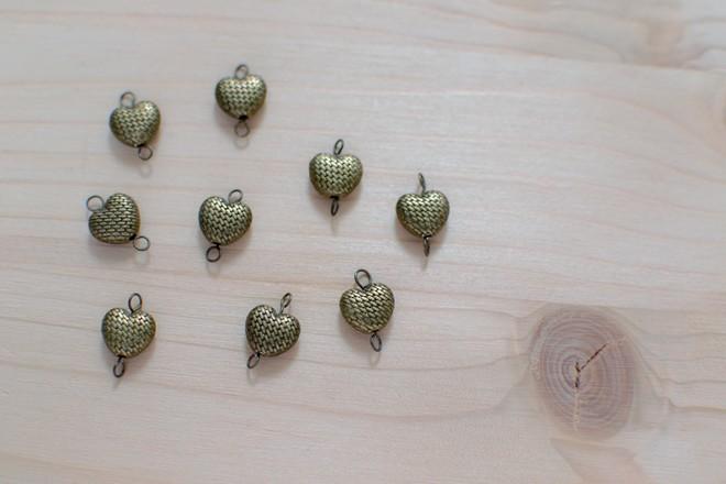 perles cœurs en bronze vieilli texturé