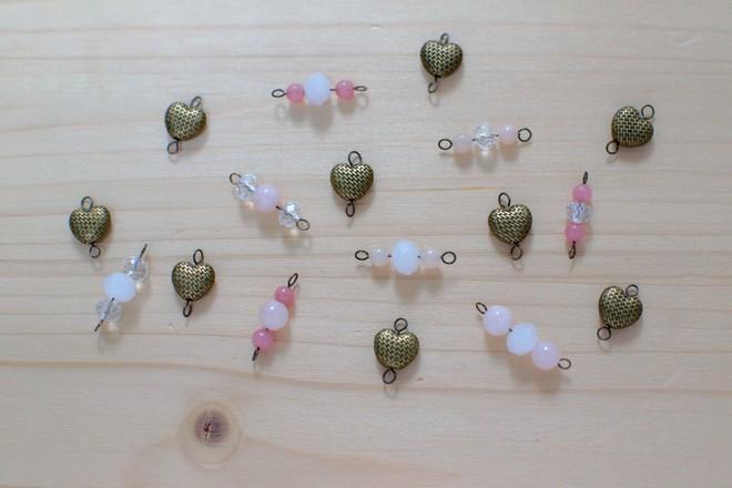 perles cœurs et rose poudré pour sautoir St Valentin