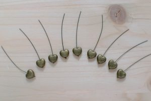 cœurs sur clous à tête ronde