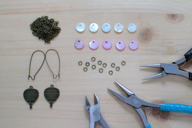 matériel nécessaire pour confectionner des boucles d'oreilles montgolfières