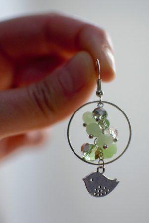 boucle d'oreille ronde grappe verte oiseau