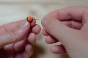 enfiler perle et collerette sur clou