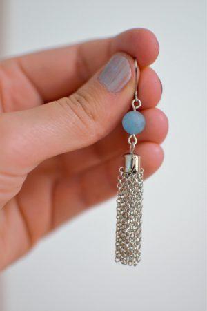 boucle d'oreille pompon et perle à facettes en quartz